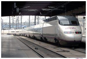 AVE serie 100 saliendo de Madrid-Puerta de Atocha.