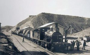 Locomotora de vapor número 6 con tren de mercancías (CXT).