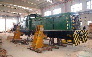 Locomotora diésel en un taller de las Islas Baleares.