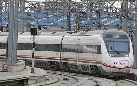 Avant serie 121 entrando en una estación.