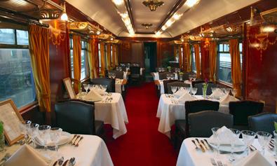Interior del coche-restaurante WR-3569 en el Museo de Madrid-Delicias.