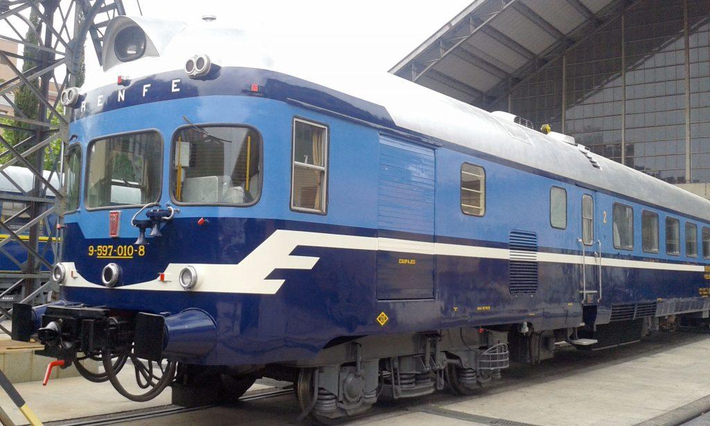 TER 9710 estacionado en el Museo de Madrid-Delicias.