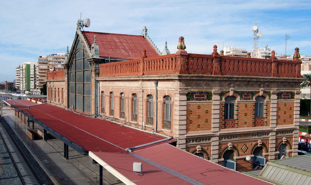 Edificio histórico de la antigua estación de Almería.