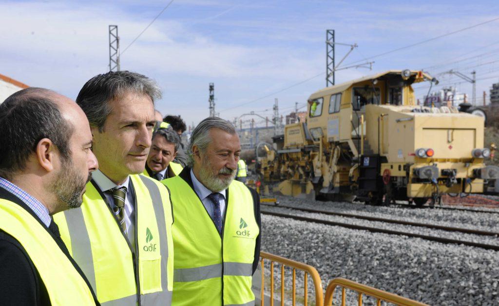 El ministro Íñigo de la Serna visita el nuevo acceso de Alta Velocidad en el sur de Madrid.