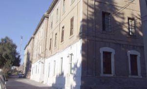 Edificios de la Colonia Ferroviaria de la estación de Sant Vicenç de Calders, en Tarragona.