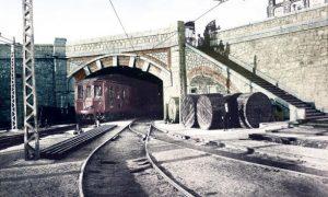 Imagen de archivo de un tren de Metro de Madrid en el túnel de las Cocheras de Cuatro Caminos.