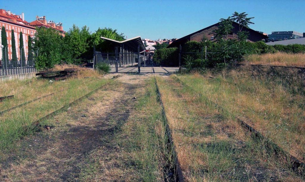 Vista de las vías exteriores del Museo de Madrid-Delicias.