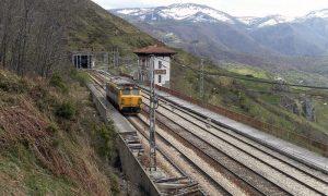 Locomotora de la serie 251 fotografiada en Pajares.