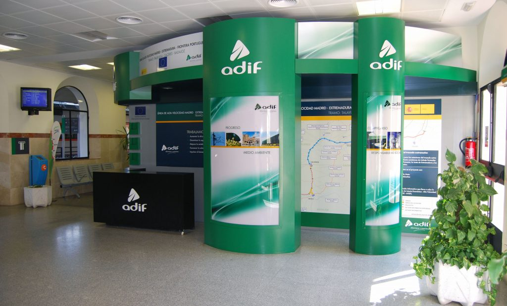 Imagen de archivo del vestíbulo de la estación de Mérida.