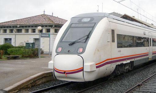 Unidad de la serie 449 estacionada en Miranda de Ebro.