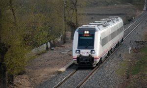 Automotor s/598 cubriendo un servicio entre Madrid, Talavera de la Reina y Extremadura.