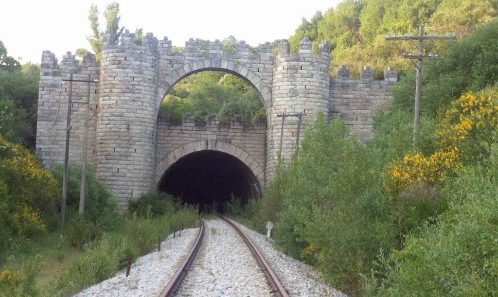 Boca sur del túnel más famoso del Ferrocarril Directo Madrid-Burgos.