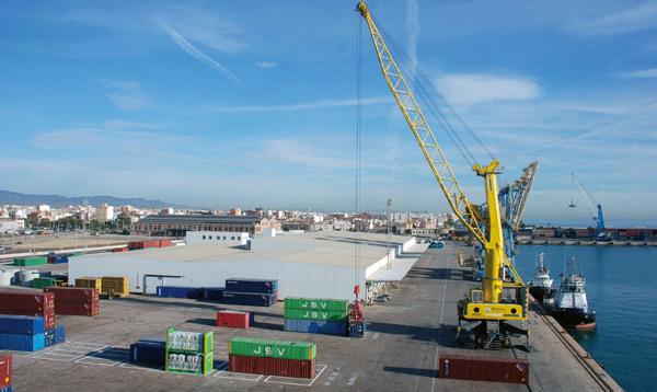Imagen de uno de los muelles del puerto de Sagunto.