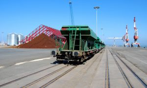 Tren de tolvas en el puerto de Santander.