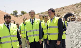 El ministro De la Serna en la variante de Camarillas.