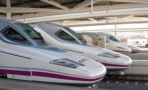 Alineación en paralelo de trenes de Alta Velocidad de la serie 112.