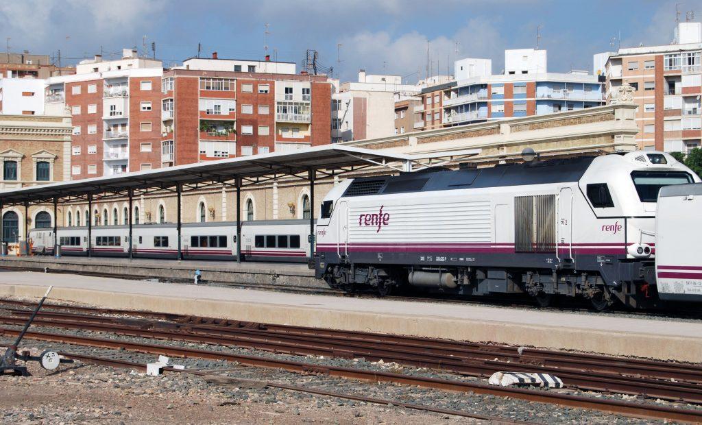 Servicios Altaria en la estación de Cartagena.