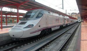 Composición de la serie 730 estacionada en Madrid-Chamartín.