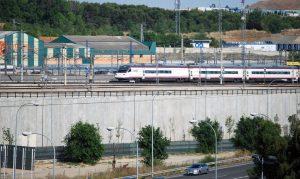 Tren de la serie 104 cubriendo un servicio Avant en las proximidades de Madrid.