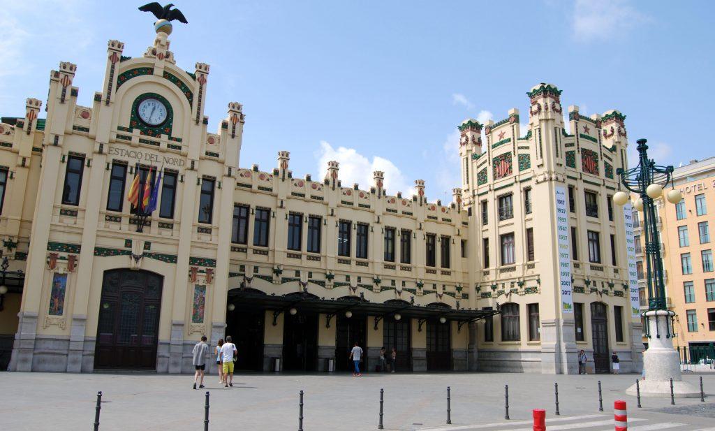 Fachada principal de la estación de Valencia-Norte.