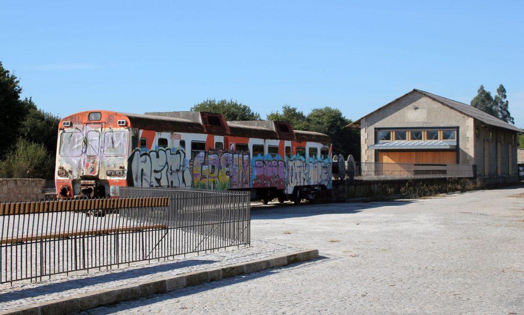 Coche 9-593-105 en la estación de Vedra-Ribadulla.