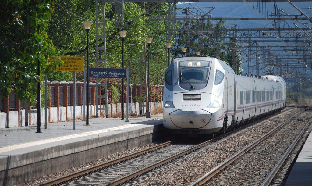 Servicio Euromed 1162 (Alicante-Barcelona) en Benicarló-Peñíscola.