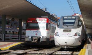 Trenes estacionados en Santander.