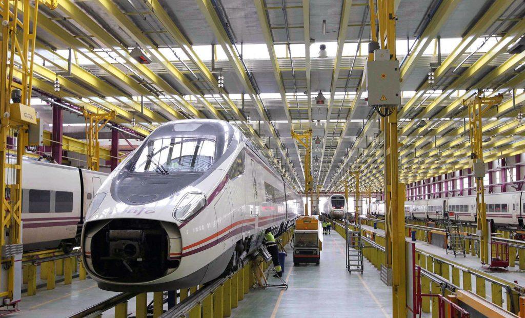 Taller de mantenimiento de trenes de Alta Velocidad en Madrid-Fuencarral.