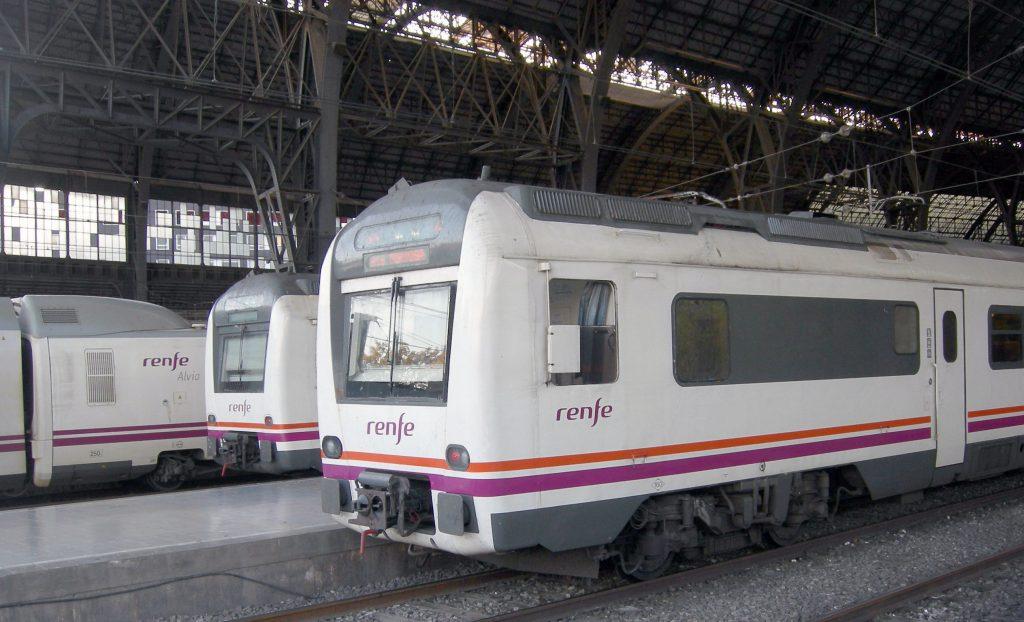 Unidades de la serie 448 estacionadas en Barcelona-França.