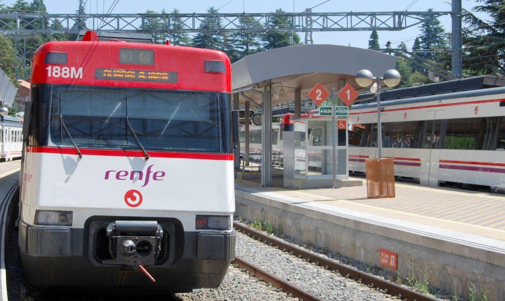 Unidad de la serie 446 para servicios de Renfe Cercanías.