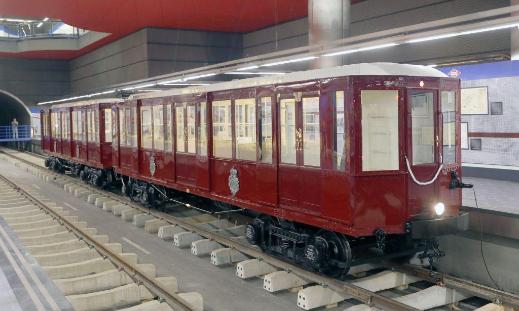 Coches en la exposición conmemorativa de Metro de Madrid SA.