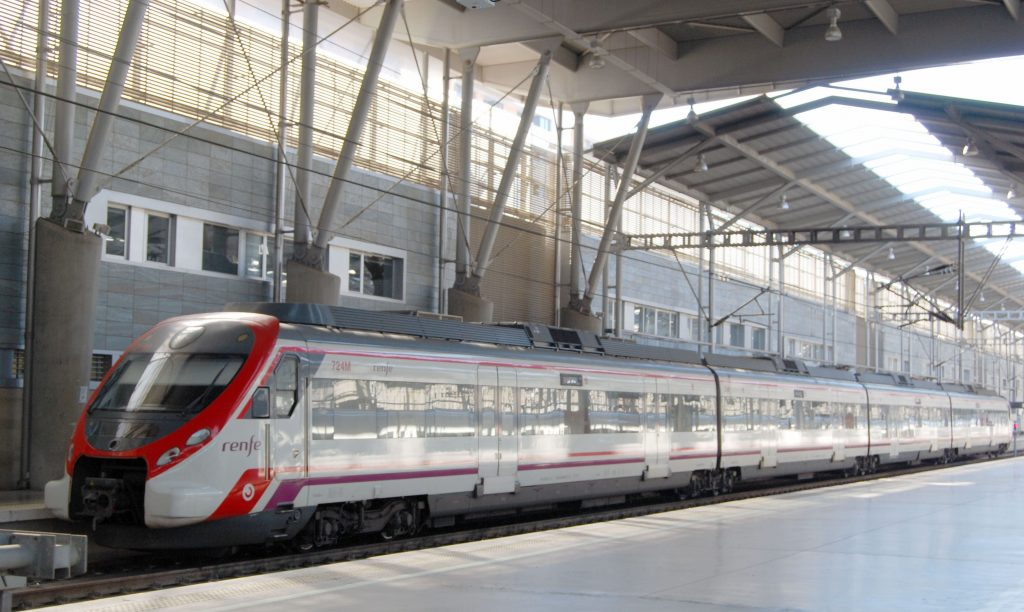 Unidad s/464 de Renfe Cercanías en la estación de Málaga.