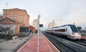 Tren s/598 estacionado en Torrijos (Toledo).