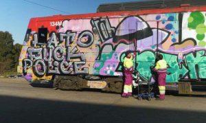Unidad de la serie 446 grafiteada.