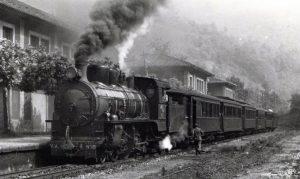 Composición sobre la vía estrecha del Ferrocarril Vasco-Asturiano.