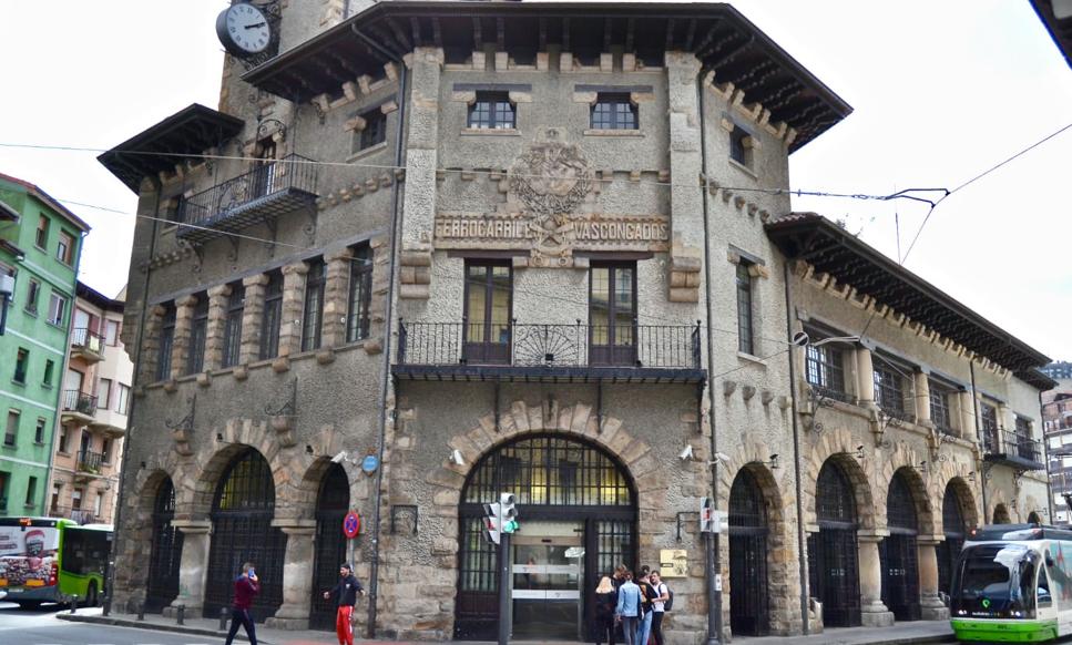 Fachada de la estación de Atxuri (Bilbao).