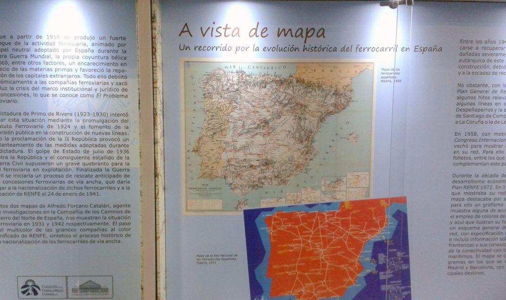 Paneles de la exposición 'A vista de mapa' en el Museo del Ferrocarril de Madrid-Delicias.