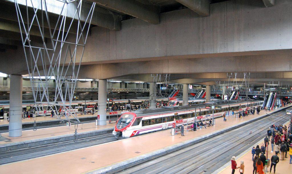 Vías y andenes de la estación de Madrid-Atocha Cercanías.