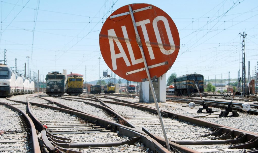 Señal de 'Alto' en el depósito de Miranda de Ebro.